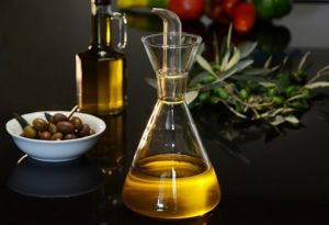 What is Mediterranean Diet? What are the benefits of Mediterranean diet? Which foods are advised to consume?
