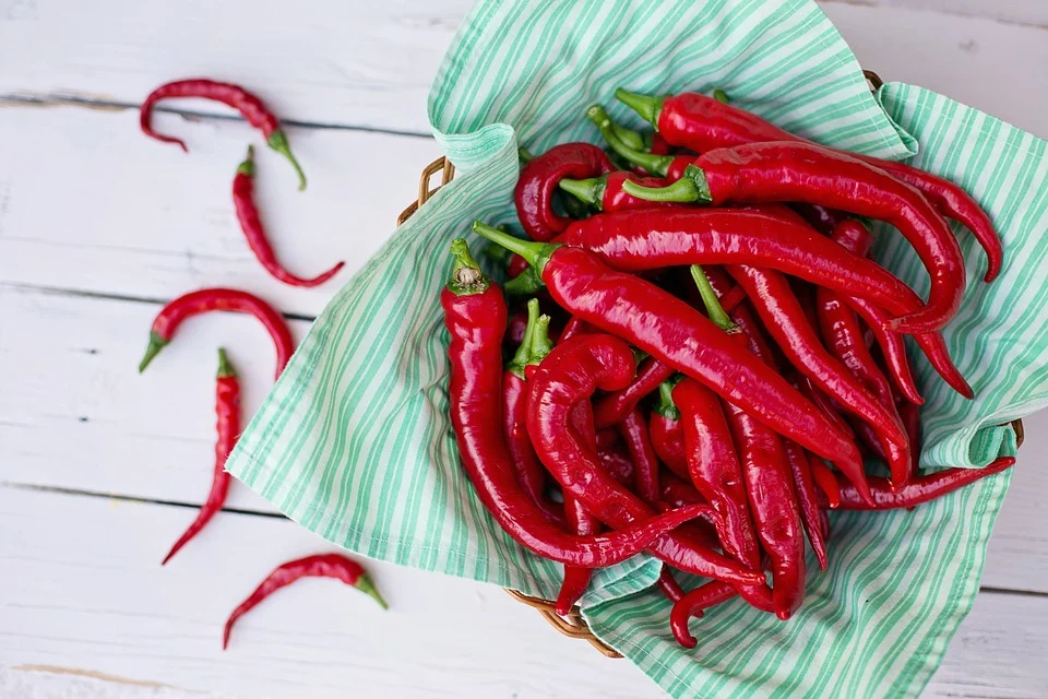 4 Miracle Benefits of Consuming 2 Hot Peppers Daily