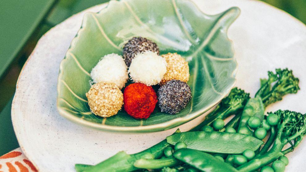 Goat cheese truffles with sauted vegetables, a new appetizer arrives to conquer your table