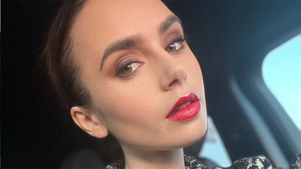 Lily Collins eyeshadow is the most flattering of the season