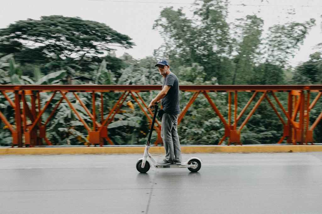Scooter or Electric Bicycle, which is the best option for a city like Lima?